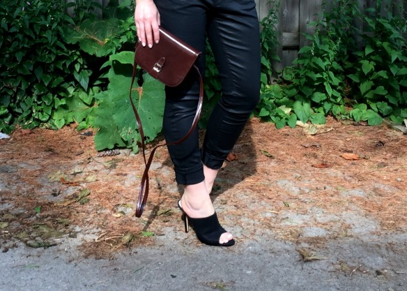toronto style blogger summer style black leather mules 1
