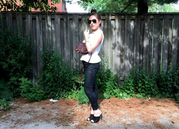 toronto style blogger summer style black leather mules 2