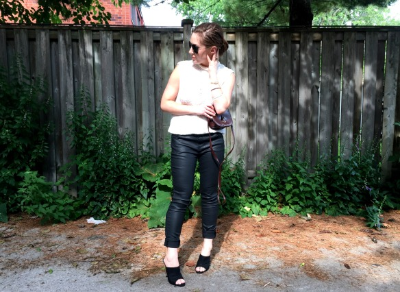 toronto style blogger summer style black leather mules 3