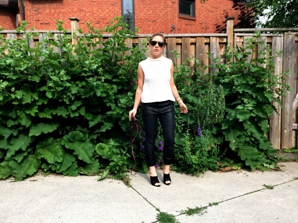 toronto style blogger summer style black leather mules 8