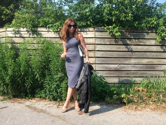 toronto style blogger summer style grey dress 4