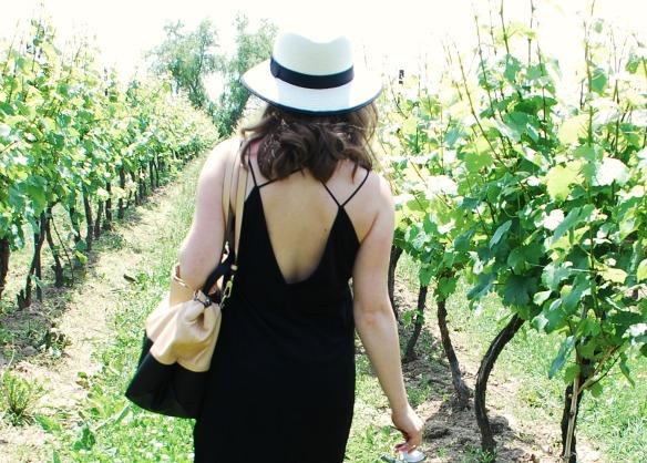 toronto style blogger wine tour little black dress 6